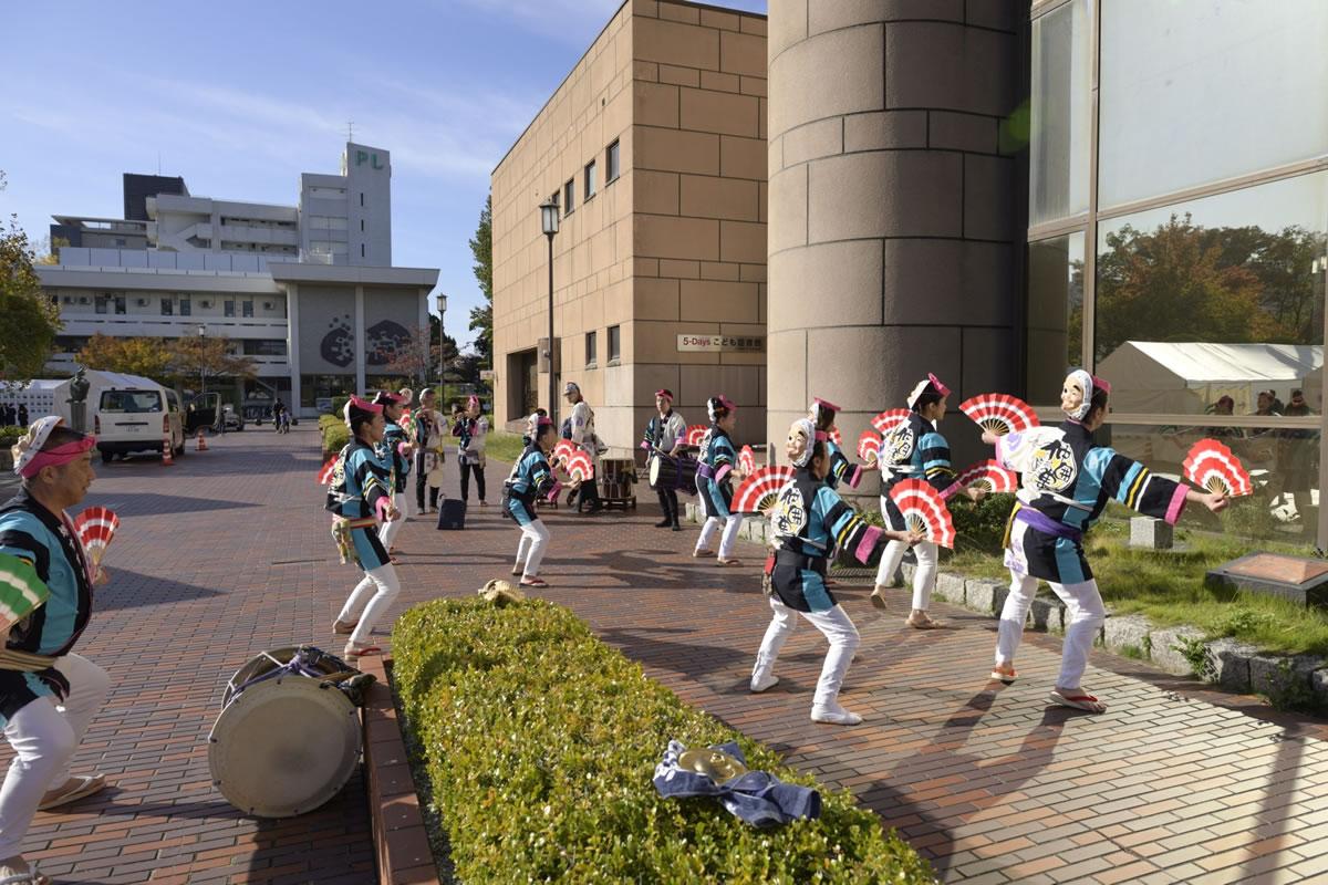 OSEAL2019 ハノーバー庭園にてすずめ踊り演舞1