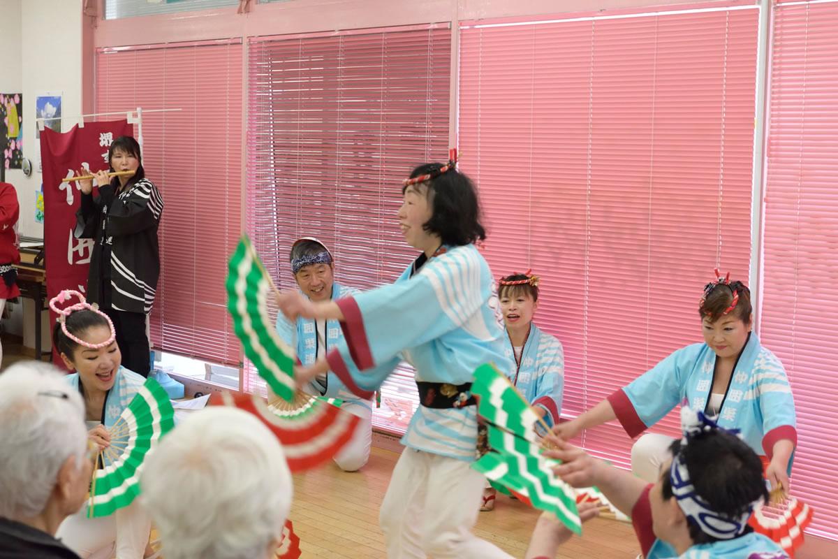 「デイサービスセンター ももの香」にてすずめ踊り演舞4