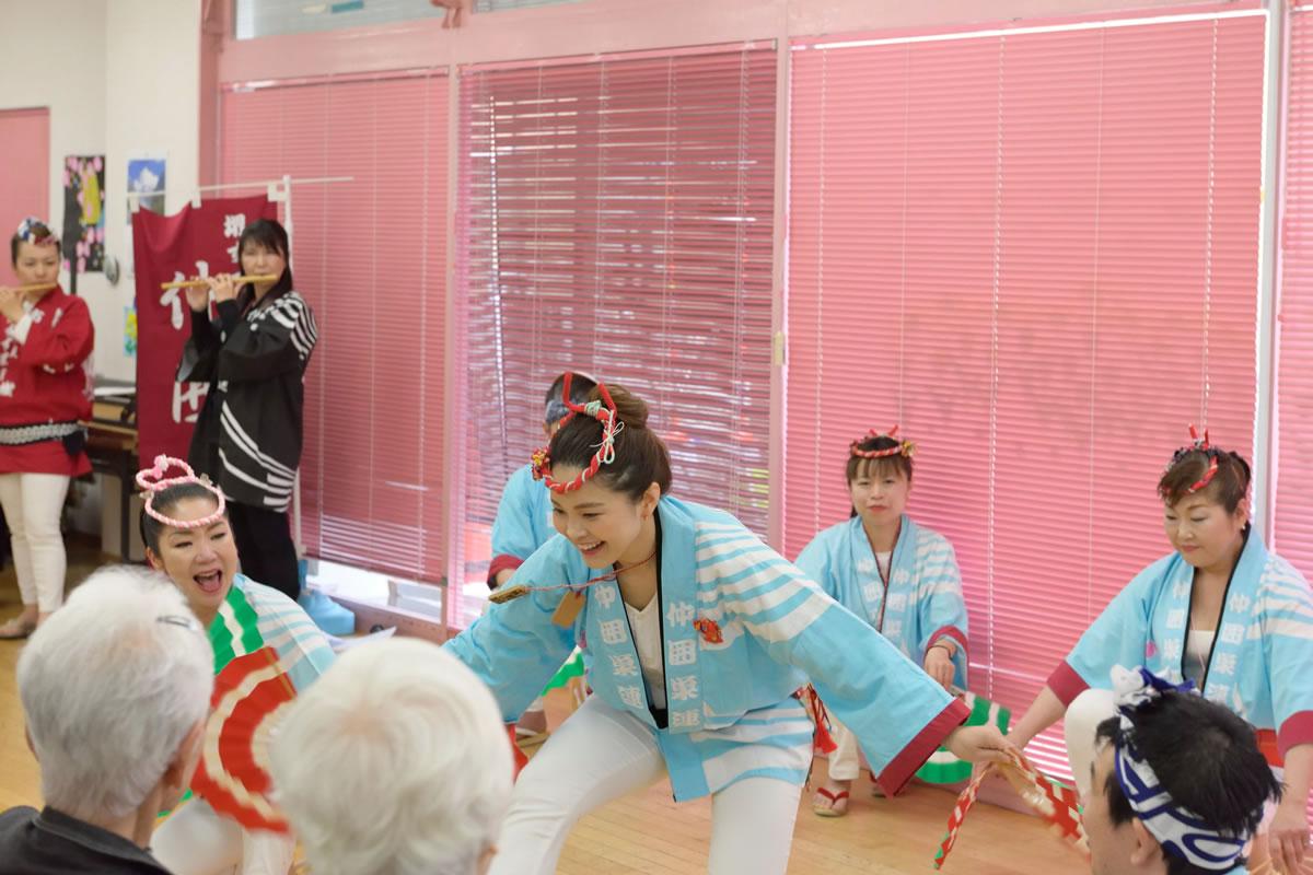 「デイサービスセンター ももの香」にてすずめ踊り演舞5
