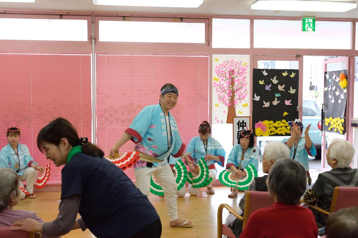 「デイサービスセンター ももの香」にてすずめ踊り演舞7