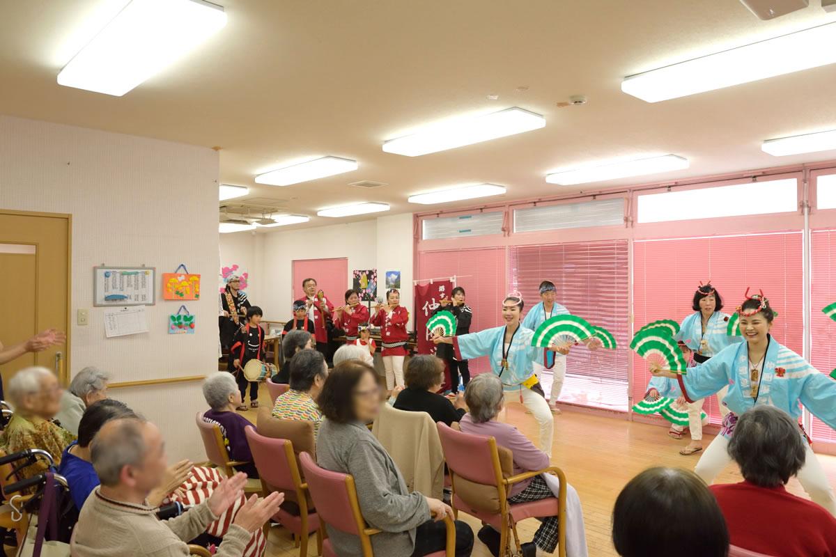 「デイサービスセンター ももの香」にてすずめ踊り演舞8