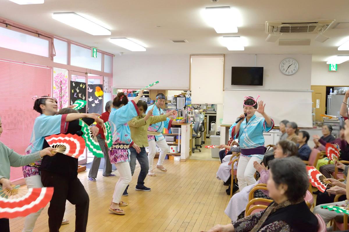 「デイサービスセンター ももの香」にてすずめ踊り演舞9