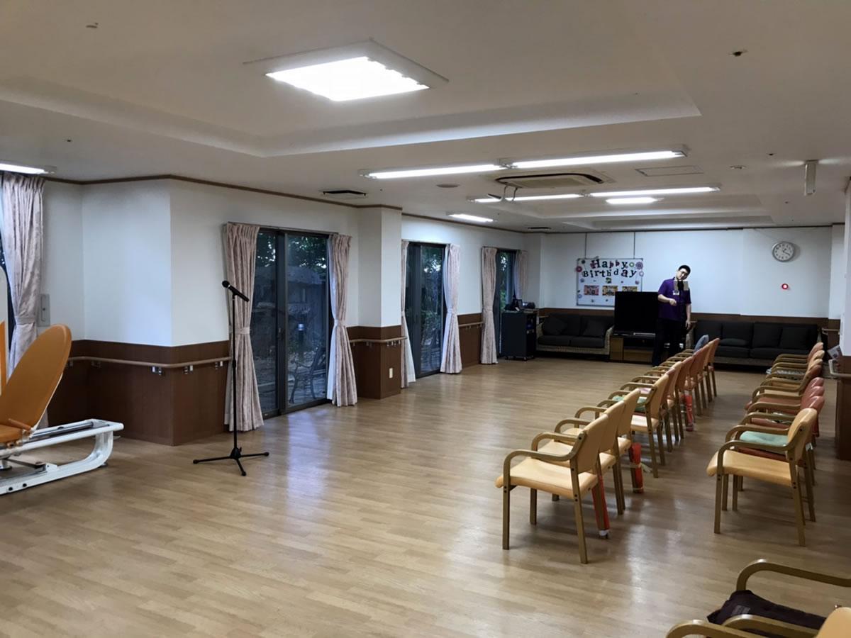スーパーコート堺神石2号館にてすずめ踊り演舞1